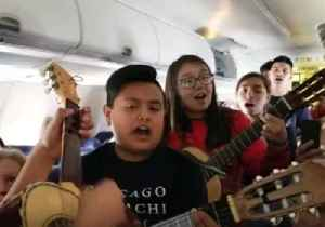 Chicago Mariachi Group Provides Southwest Airlines Passengers With Some in-Flight Entertainment [Video]