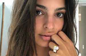 News video: Emily Ratajkowski finally shows off ring