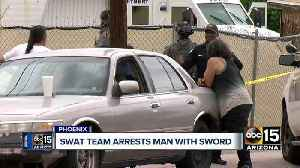 Man arrested after barricade situation in Phoenix [Video]