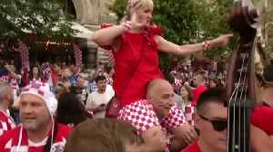 Party starts early for Croatia fans in Moscow's Red Square [Video]