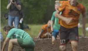 Forget the World Cup - Russian Athletes Battle for Glory in 'Swamp Soccer' [Video]