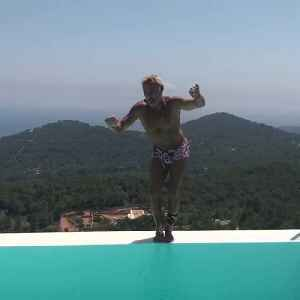 Viral Vacchi: Millionaire Playboy Twists By The Pool [Video]