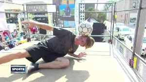 Freestylers shows off skills at World Cup viewing [Video]