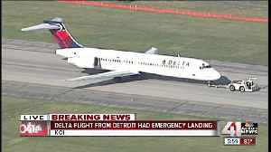 Delta flight lands at KCI after reported engine problems [Video]