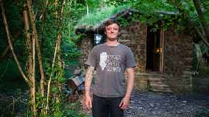 I Quit The City To Build My Hobbit House   HOMES ON THE EDGE [Video]