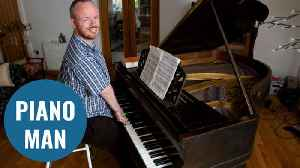 Man born without elbows defies all odds by learning to play the piano [Video]