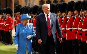 Queen Elizabeth wore brooch Obamas gave her as Trump arrived in the U.K. [Video]