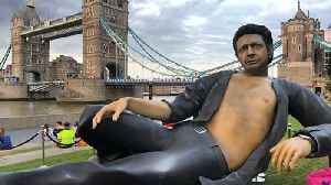 T-Rex Rated – Bare-Chested Jurassic Park Jeff Goldblum Statue Appears in Central London [Video]