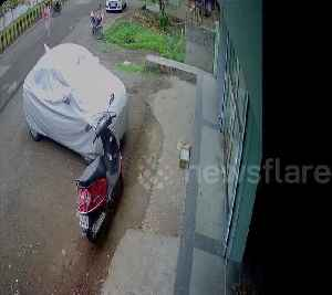 Lucky escape for scooter girl in bus smash [Video]