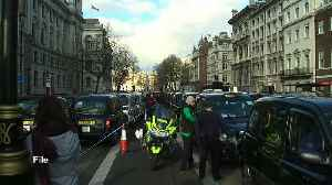 London taxi drivers consider class action against Uber [Video]