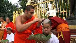 Thai boys shave heads ahead of Buddhist ceremony [Video]