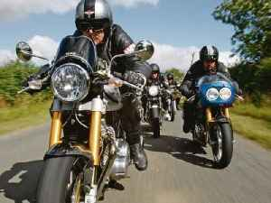 Norton Commando v Triumph Thruxton v Hyde Harrier v Enfield Clubman [Video]