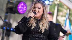 Kelly Clarkson's 4-Year-Old Daughter Has A Crush On Coldplay's Chris Martin [Video]