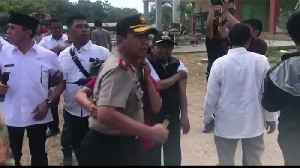 Officials huddle together as fresh quake strikes Lombok [Video]