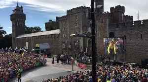 Cardiff Crowd Welcomes Tour de France Victor Geraint Thomas [Video]