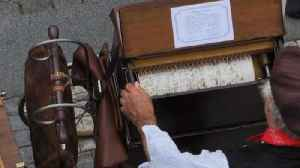 Barrel organ festival fills Prague with old music [Video]