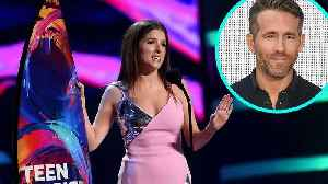 Anna Kendrick Beat Out Ryan Reynolds at the Teen Choice Awards and Rubbed It in His Face! [Video]