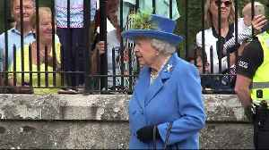 Queen dodges pony poo in Balmoral [Video]