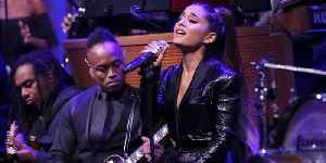 """Ariana Grande Gives A Heartbreaking Performance Of """"Natural Woman"""" In Tribute To Aretha Franklin [Video]"""
