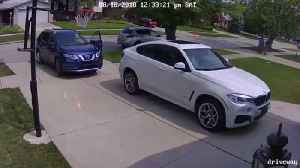 VIDEO: Dearborn Heights mom leaves car door open, suspects steal vehicle in seconds [Video]