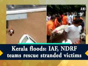 Kerala floods: IAF, NDRF teams rescue stranded victims [Video]