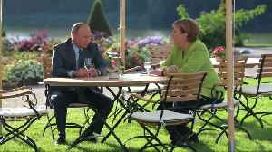 Merkel, Putin tackle tough topics in meeting outside Berlin [Video]
