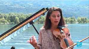 Floating musicians playing an open-air concert on a lake: discover the French music group La Volière! [Video]