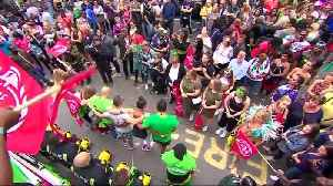 Vibrant colors at Notting Hill Carnival as Grenfell fire victims remembered [Video]