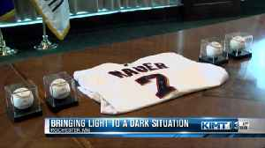 Twins donate signed jersey to Rochester family [Video]