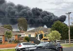 Black Smoke Billows From West Footscray Factory Fire [Video]