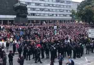 Thousands of Far-Right Demonstrators Stage Anti-Immigrant Protest in Chemnitz [Video]
