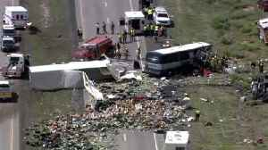 Witness Helps Rescue Passengers After Deadly Greyhound Bus Crash in New Mexico [Video]