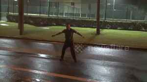 Crazy man stands in the middle of street, braves Storm Gordon [Video]