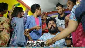 Chennai LGBT Community Marks Gay Sex Ruling With Cake and Chocolate [Video]