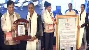 Asian Games Gold Medalist Hima Das honored by Assam CM Sonowal   वनइंडिया &#x939 [Video]