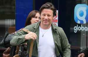 Jamie Oliver confronts would-be burglar [Video]