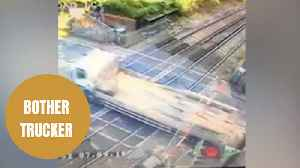 Lorry driver hunted by police for smashing through barriers of level crossing [Video]