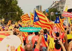 Catalans Create 'Sound Wave' During March for Independence in Barcelona [Video]