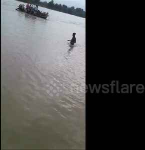 One dead as overcrowded boat capsizes in Ganges [Video]