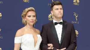 Scarlett Johansson attends Emmys with ceremony co-host and boyfriend Colin Jost [Video]