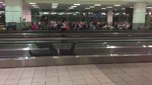 Man hilariously entertains passengers during airport delay [Video]