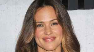 Jennifer Garner Tries Witherspoon Hairstyle [Video]