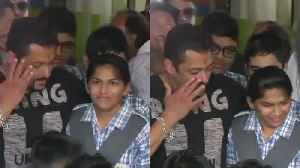 Salman Khan gets EMOTIONAL at special children's center in Jaipur; Watch Video | FilmiBeat [Video]