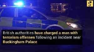 Police Charge Man in Terror Incident Near Buckingham Palace [Video]
