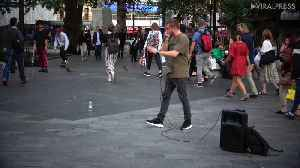 Human Beat Boxers In Leicester Square [Video]