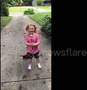 "Adorable girl parodies Weather Channel reporter's ""overly dramatic"" Hurricane Florence coverage [Video]"