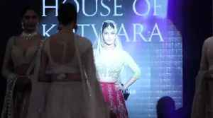 Gorgeous Amyra Dastur Walk The Ramp as Show Stopper for Pernia's Pop Up Show [Video]
