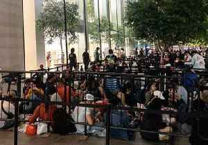 Crowds Wait in Line as New iPhone Goes on Sale in Singapore [Video]