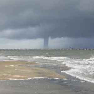 Huge Waterspout Spotted Over Cheapeake Bay [Video]