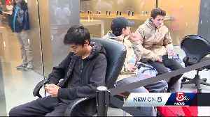 Long lines as new iPhone is released [Video]